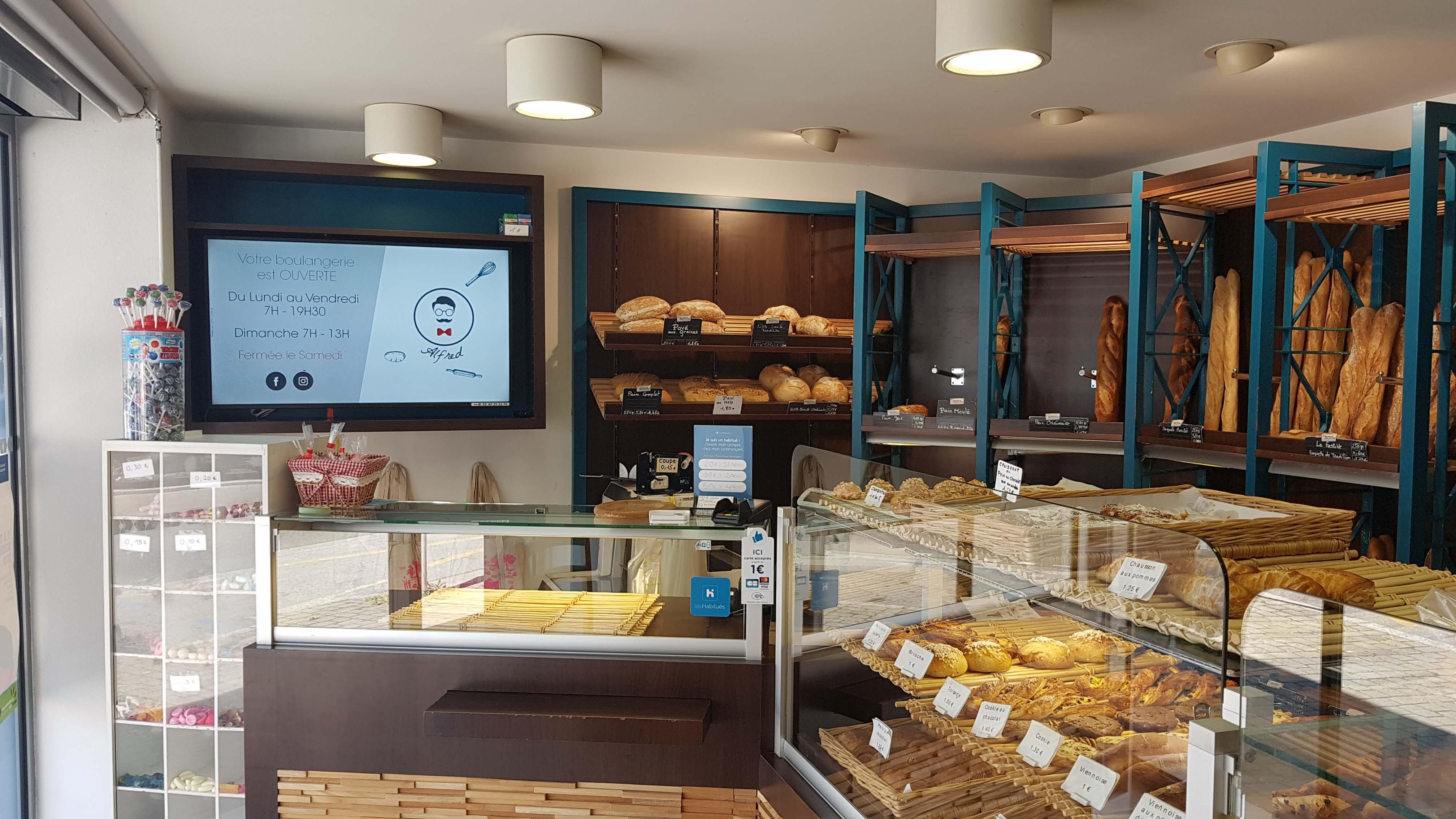 Boulangerie Les Tentations d'Alfred avec affichage numérique.